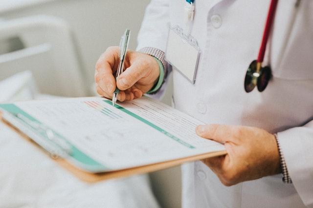 Hvordan slipper man lægebesøg, hvis man smittes med klamydia?